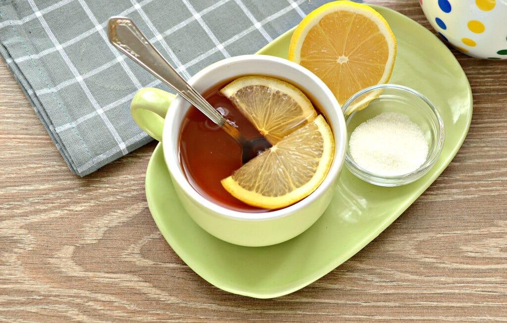 Фото рецепта - Чай с сушеной мятой и лимоном - шаг 5