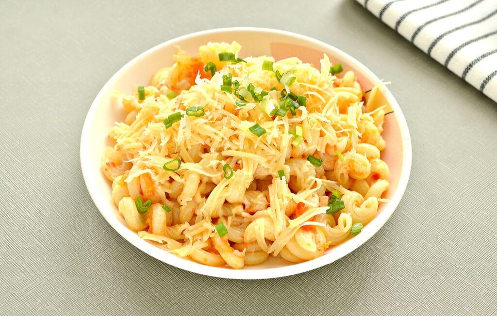 Фото рецепта - Макароны с помидорами и сыром на сковороде - шаг 5