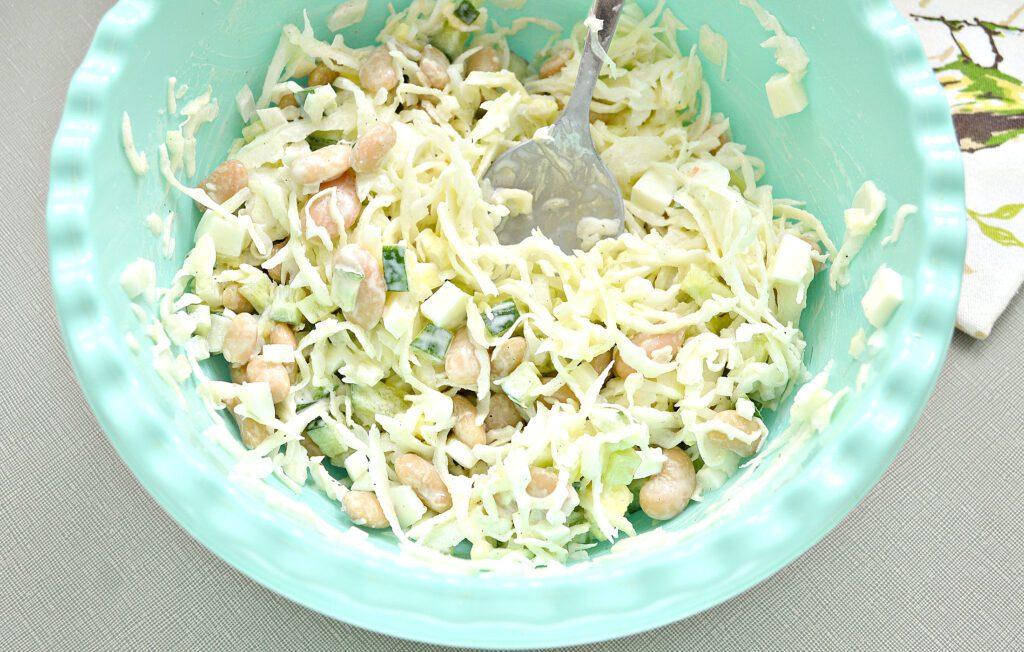Фото рецепта - Салат с фасолью и свежим огурцом - шаг 5