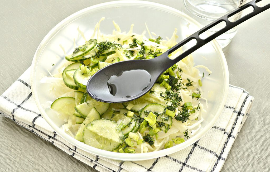 Фото рецепта - Капустный салат с уксусом - шаг 5