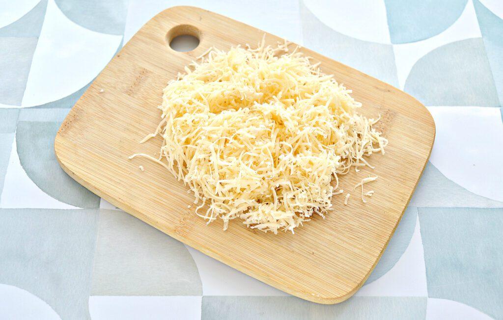Фото рецепта - Блины, фаршированные курицей, шампиньонами и сыром - шаг 5