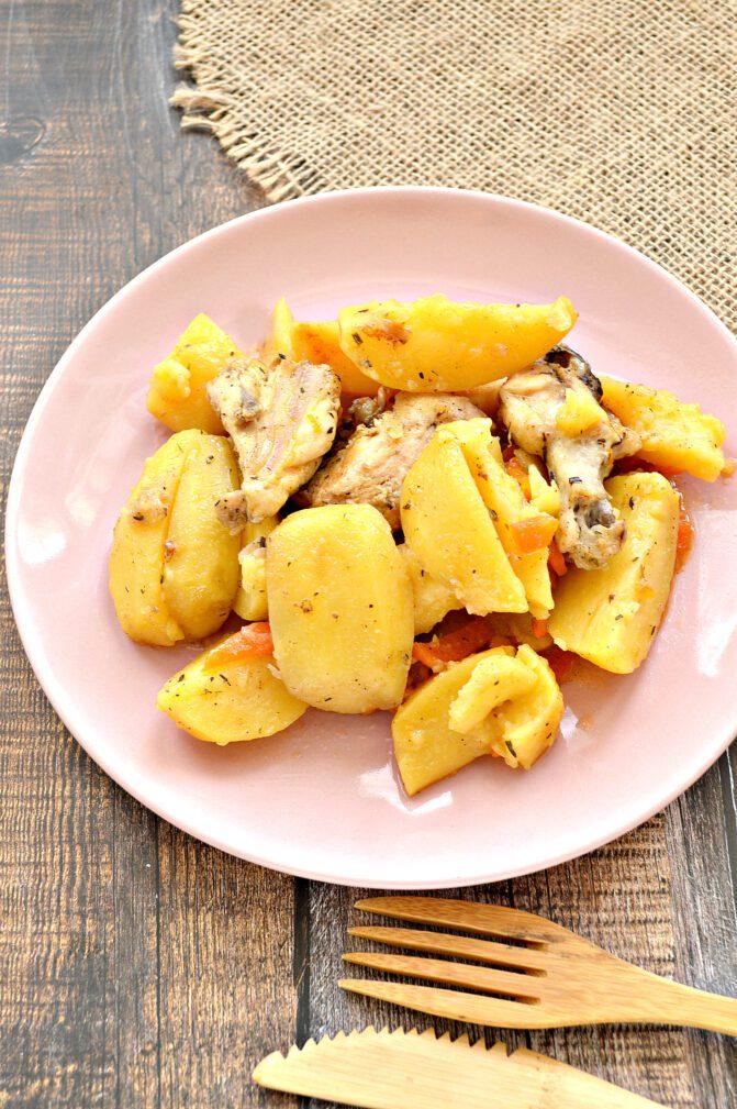 Фото рецепта - Курица кусочками, запеченная с картофелем в мультиварке - шаг 5