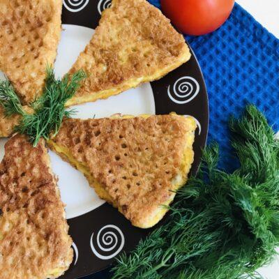 Вафельные треугольники с фаршем индейки - рецепт с фото