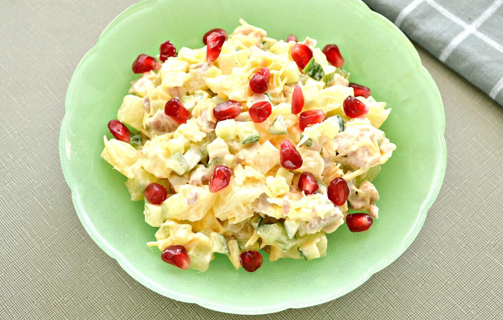 Фото рецепта - Салат с курицей, огурцом и ананасом - шаг 6