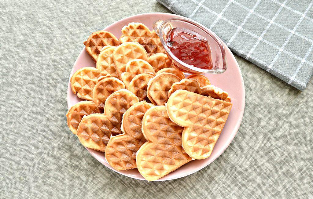 Фото рецепта - Мягкие венские вафли на сметане - шаг 6
