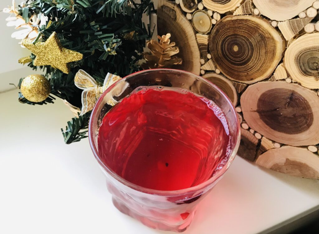 Фото рецепта - Компот из замороженных ягод и мандарина - шаг 6