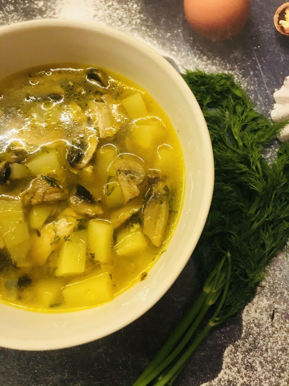 Грибной суп с гречкой на курином бульоне