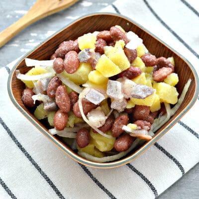 Салат с картофелем, фасолью и селедкой - рецепт с фото