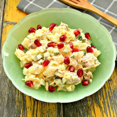 Салат с курицей, огурцом и ананасом - рецепт с фото