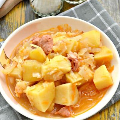 Капуста, тушёная в мультиварке с картошкой и сосисками - рецепт с фото