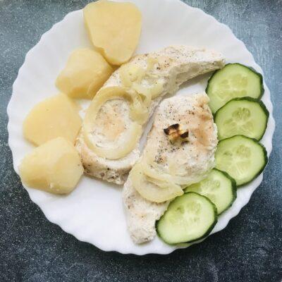 Запечённое куриное филе со сметаной в духовке - рецепт с фото