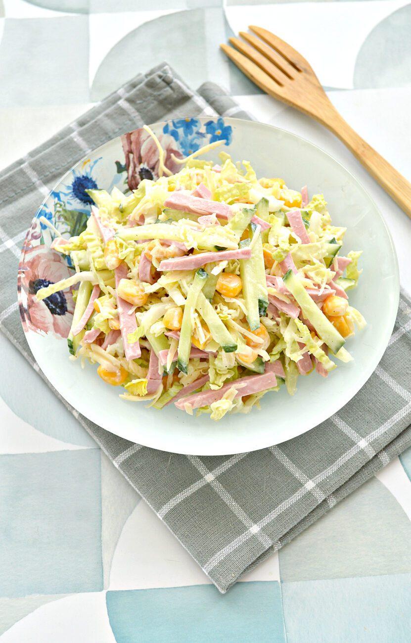 Салат с пекинской капустой, свежим огурцом и колбасой