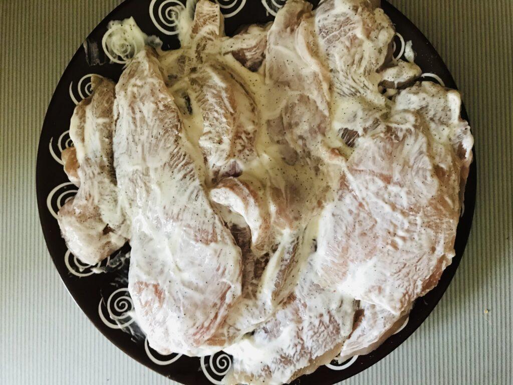 Фото рецепта - Запечённое куриное филе со сметаной в духовке - шаг 3