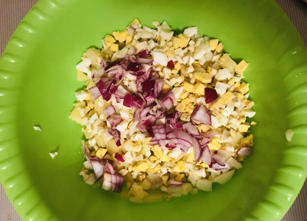 Фото рецепта - Вкусная окрошка на квасе - шаг 2