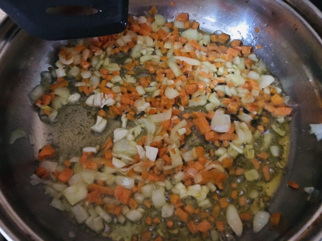 Фото рецепта - Овощной суп на свином бульоне - шаг 3