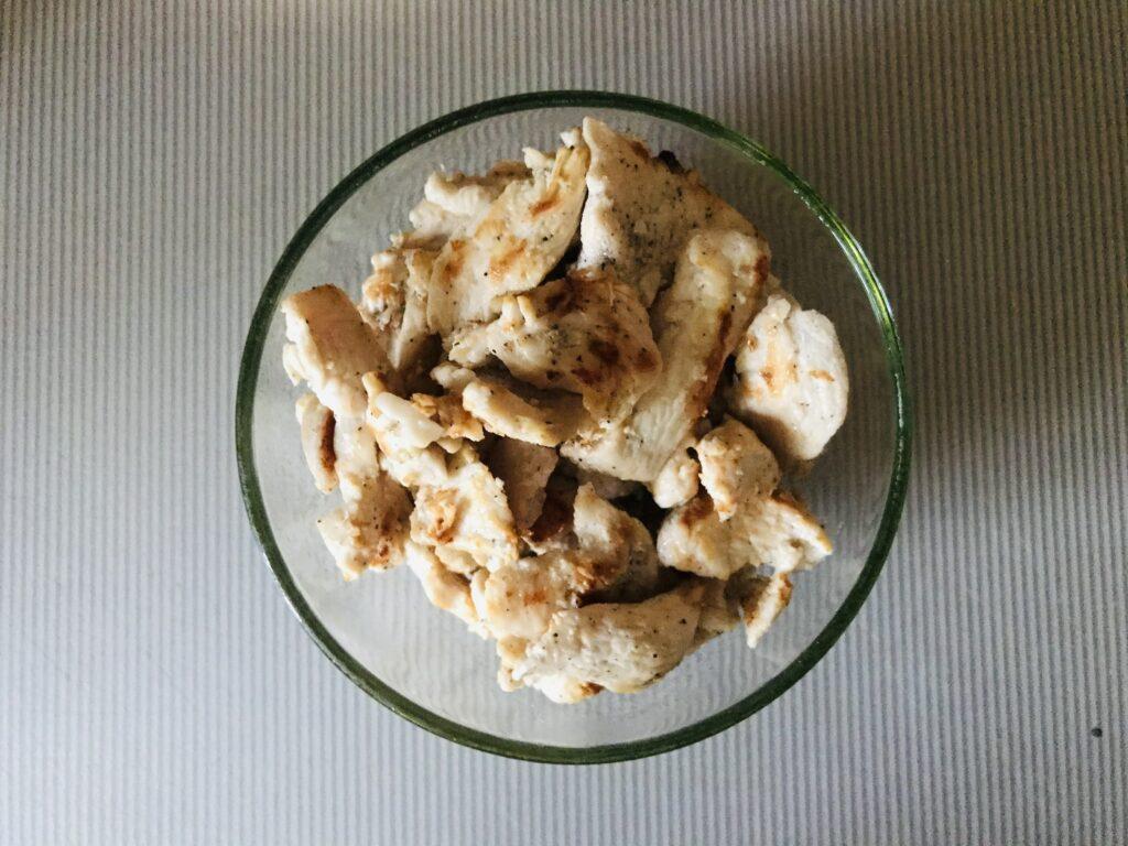 Фото рецепта - Горячий куриный ролл обжаренный в яйце - шаг 3