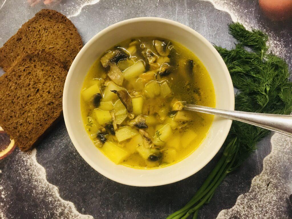 Фото рецепта - Грибной суп с гречкой на курином бульоне - шаг 8