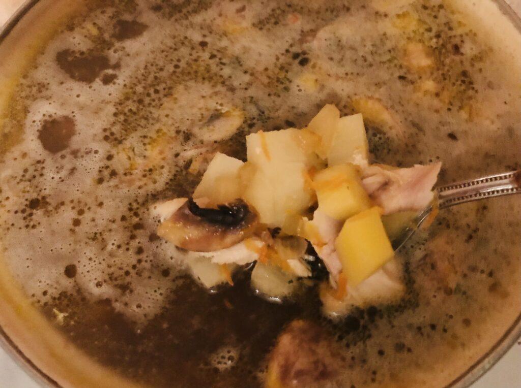 Фото рецепта - Грибной суп с гречкой на курином бульоне - шаг 7