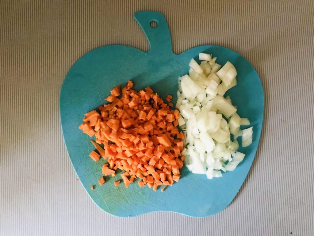 Фото рецепта - Овощной суп на свином бульоне - шаг 2