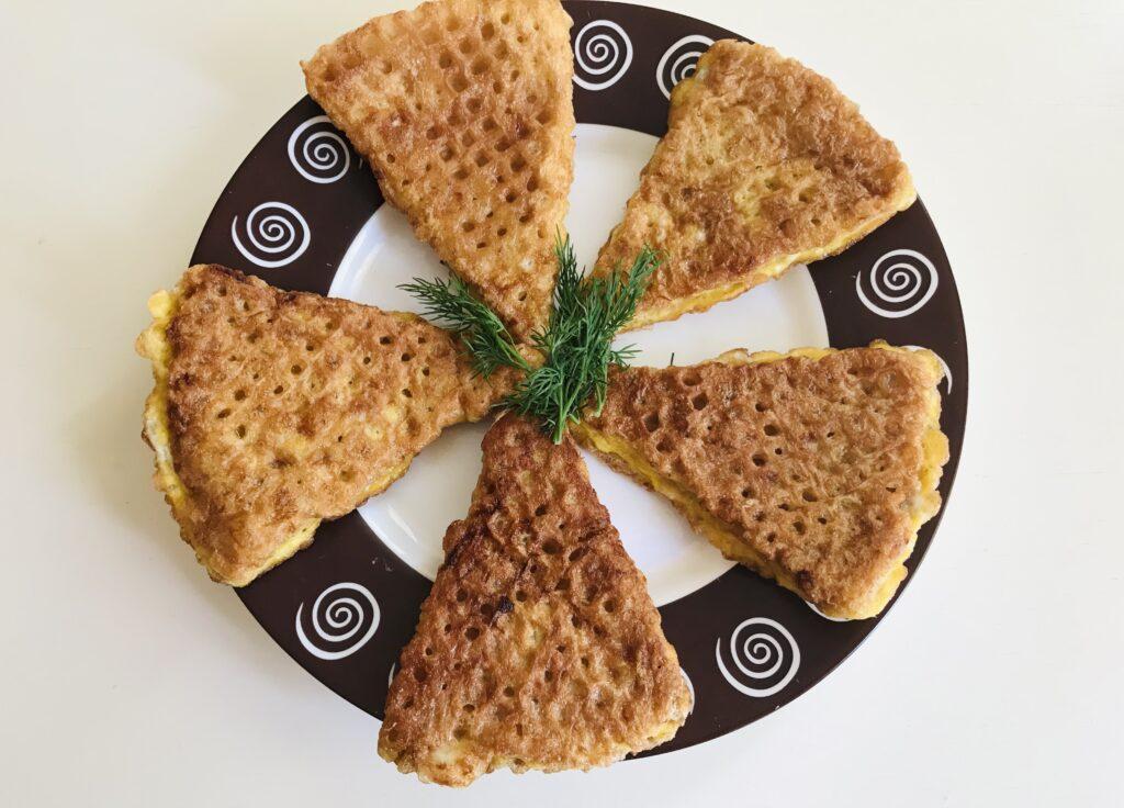 Фото рецепта - Вафельные треугольники с фаршем индейки - шаг 7