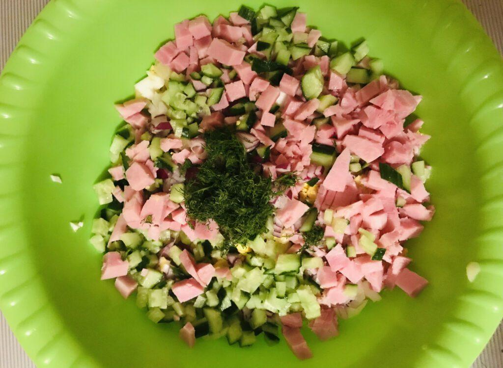 Фото рецепта - Вкусная окрошка на квасе - шаг 4
