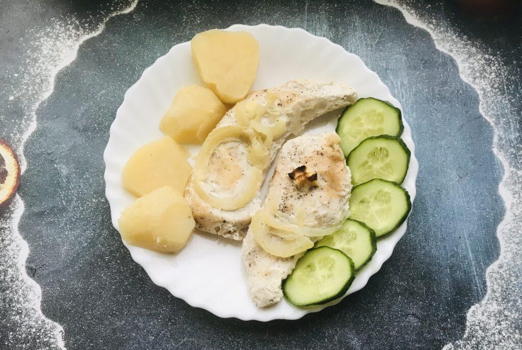Фото рецепта - Запечённое куриное филе со сметаной в духовке - шаг 7