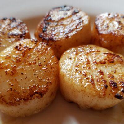 Жареные морские гребешки с чесночком - рецепт с фото