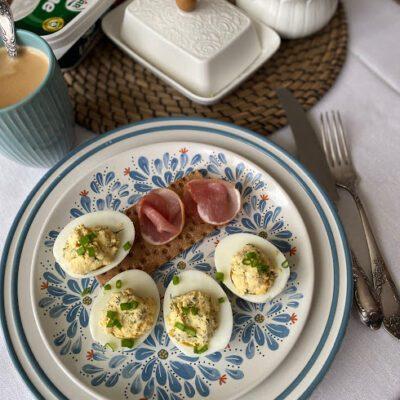 Фаршированные яйца - рецепт с фото