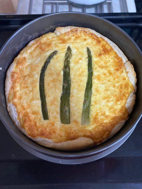Фото рецепта - Пирог из сыра и спаржи - шаг 10