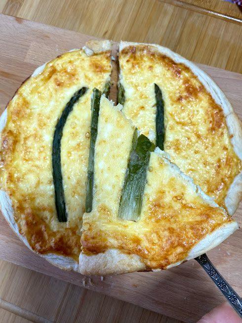 Фото рецепта - Пирог из сыра и спаржи - шаг 11
