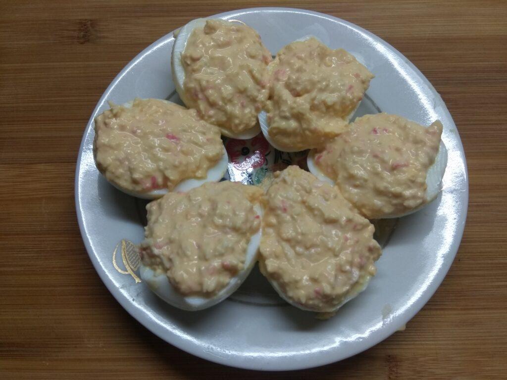 Фото рецепта - Яйца, фаршированные крабовыми палочками - шаг 4