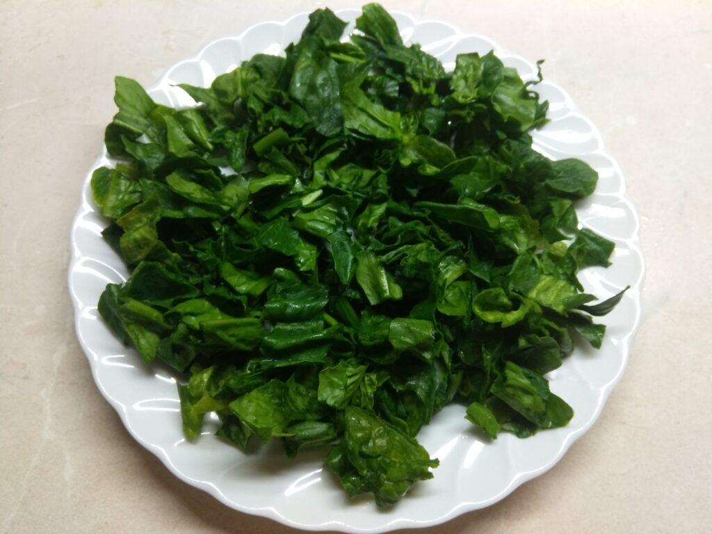 Фото рецепта - Салат со шпинатом, крабовыми палочками и огурцом - шаг 1