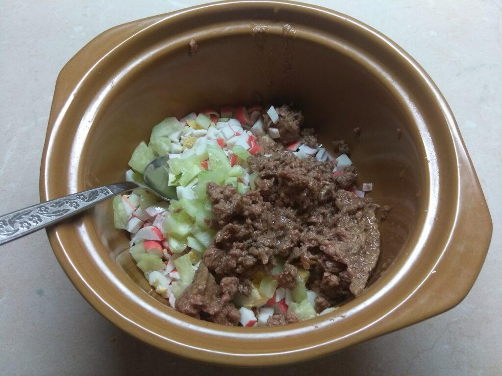 Фото рецепта - Салат-намазка из тунца, крабовых палочек и кукурузы - шаг 3