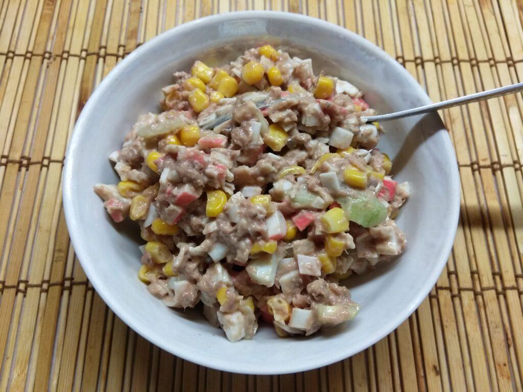 Фото рецепта - Салат-намазка из тунца, крабовых палочек и кукурузы - шаг 6