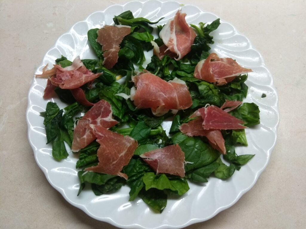 Фото рецепта - Салат со шпинатом, хамоном, кукурузой и яблоком - шаг 2