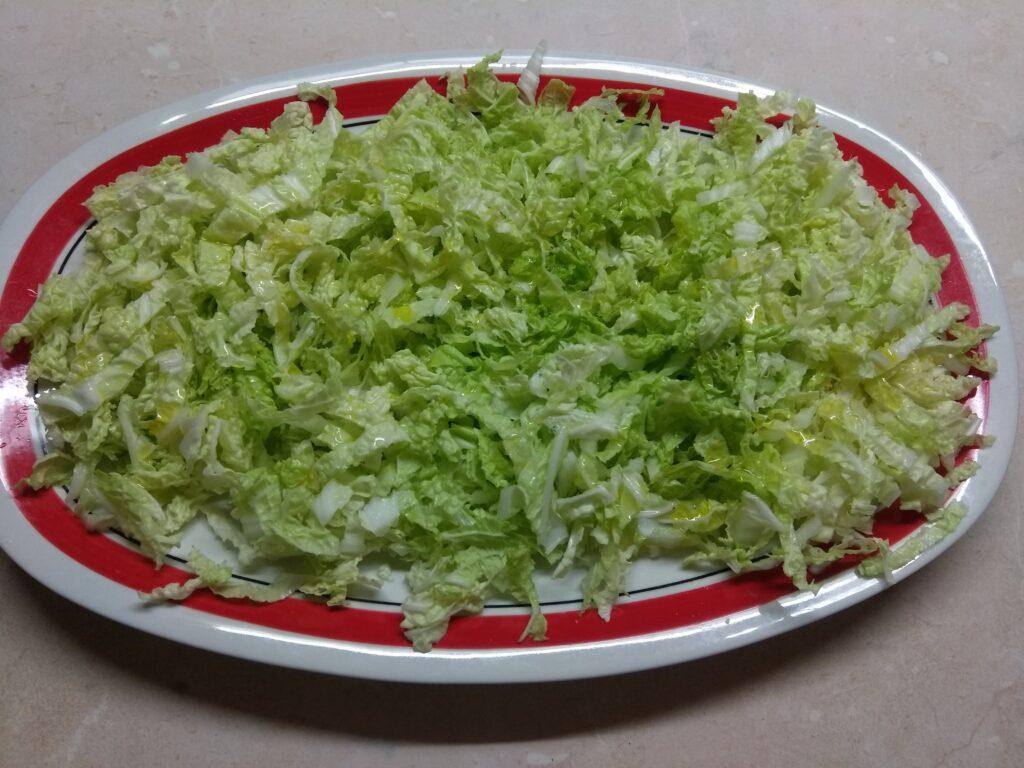 Фото рецепта - Салат с пекинской капустой, курицей, пармезаном и авокадо - шаг 1