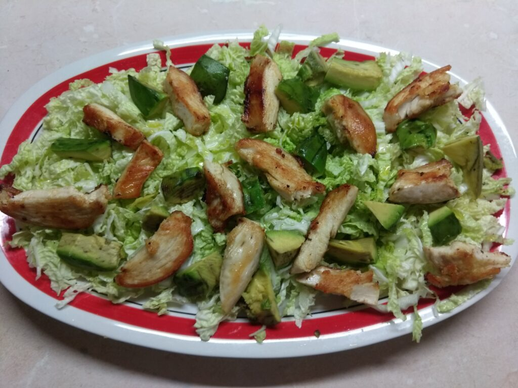 Фото рецепта - Салат с пекинской капустой, курицей, пармезаном и авокадо - шаг 3