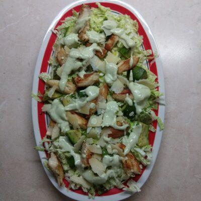 Салат с пекинской капустой, курицей, пармезаном и авокадо - рецепт с фото