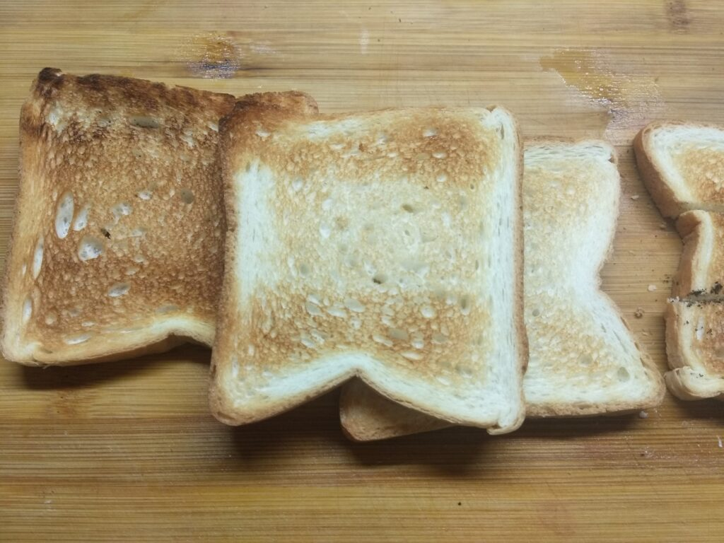 Фото рецепта - Мини-бутерброды с плавленым сыром, хамоном и огурцом - шаг 1