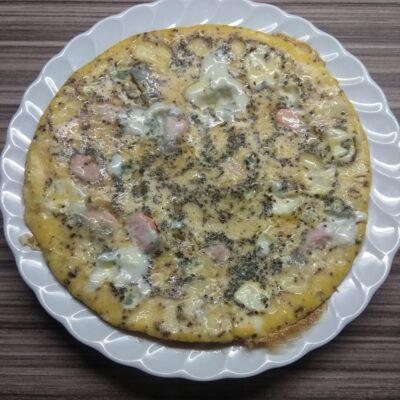 Омлет с лососем и голубым сыром - рецепт с фото