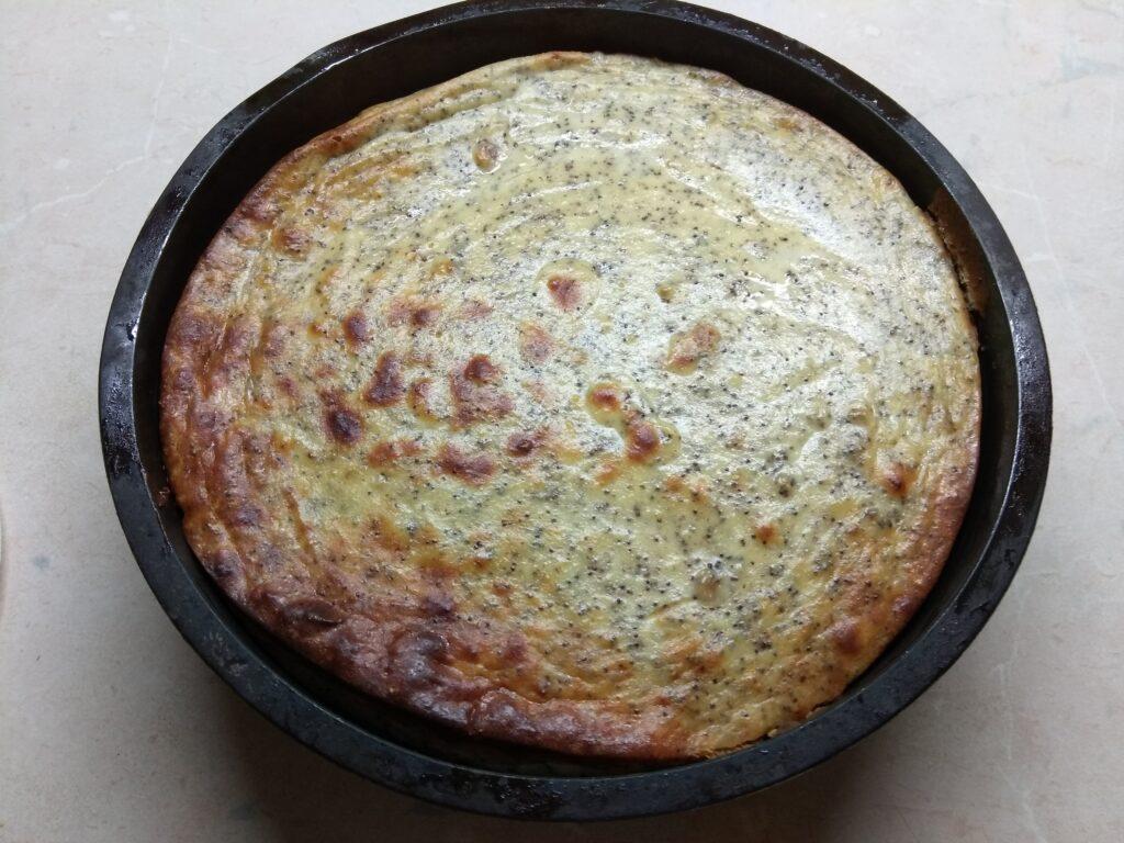 Фото рецепта - Творожная запеканка с маком и цедрой - шаг 6