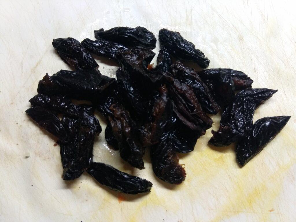 Фото рецепта - Картофельное рагу с черносливом и свининой - шаг 5