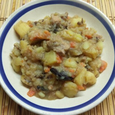 Картофельное рагу с черносливом и свининой - рецепт с фото
