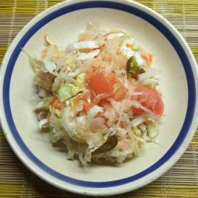 Овощной салат с двумя видами капусты - рецепт с фото