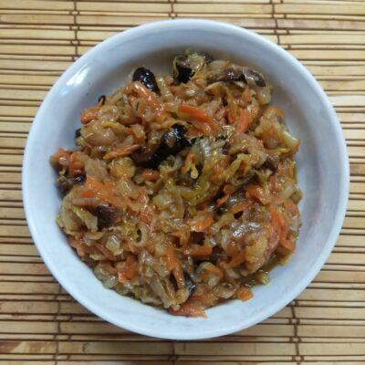 Пекинская капуста, тушенная с черносливом - рецепт с фото