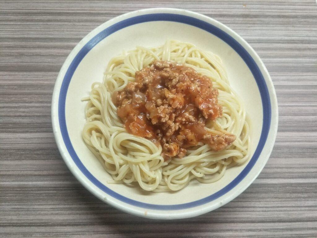 Фото рецепта - Спагетти с томатной подливкой с индейкой - шаг 5