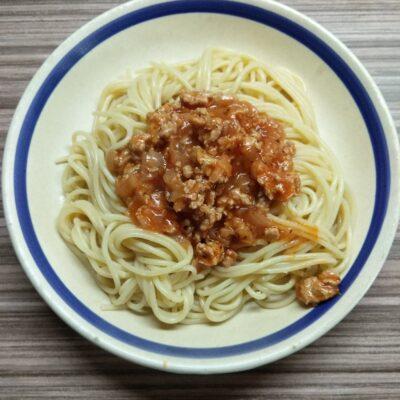 Спагетти с томатной подливкой с индейкой - рецепт с фото