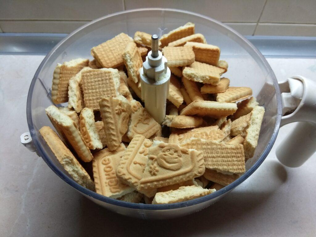 Фото рецепта - Конфеты из сахарного печенья и варенного сгущённого молока - шаг 1