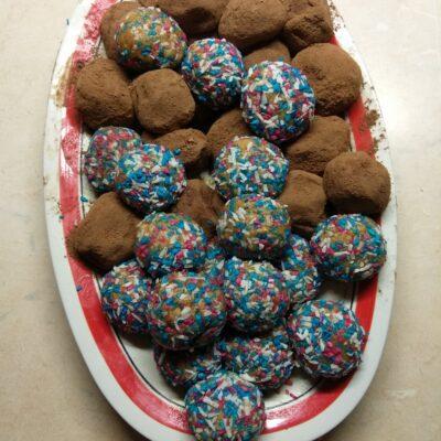 Конфеты из сахарного печенья и варенного сгущённого молока - рецепт с фото