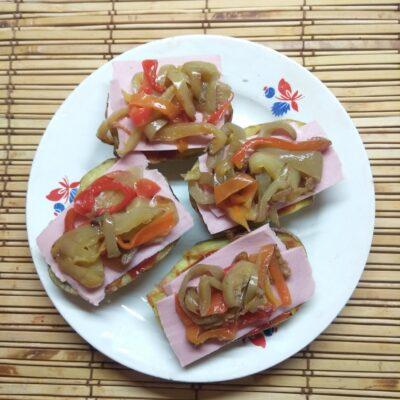 Сэндвичи из картофеля с колбасой и перцем - рецепт с фото